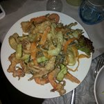 Fritto di calamari ,gamberi e verdure