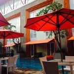 kolam renang hotel yang nyaman