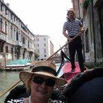 Passeio de gondola no Canal de Veneza