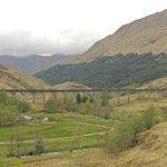 Vista del viaducto desde el punto panorámico del Visitor Center del Glenfinnan Monument