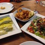 Artichaut. Salade mixte. Calamars en beignets