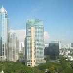 Вид из окна люкса на дневной Бангкок