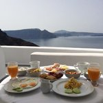 Breakfast with a view of Caldera