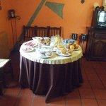 mesa de desayuno tipo buffet