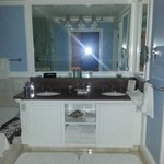 Oceanfront Suite Bathroom