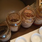 Pappige Marmeladengläser zum Frühstück