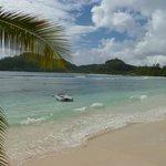 La très belle plage peu fréquentée (baie lazare)