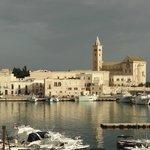 Trani | Vista sul porto, e Cattedrale-parte absidale