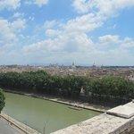 Il panorama che si staglia su tutta Roma dalla cima di Castel Sant' Angelo