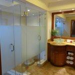 Luxury Ocean Front Room - bathroom