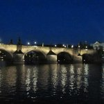 Puente de Carlos (paseo en barco por el río Moldava)