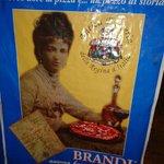 Foto de la Reina de Italia en el menú de la pizzería Brandi