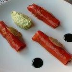 Cannellonis de tourteau à la coriandre et poivrons rouge, espuma d'avocat, balsamique truffé