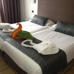 Prem room loverly and big and you can walk onto the pool area