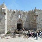 Damascus Gate to Zuni's: 20-minute walk, 5-minute tram