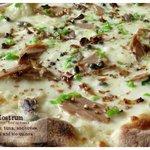 Mare Nostrum: mozzarella cheese, tuna, anchovies, capers, peppers and bio quinoa