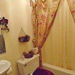 Private bathroom / Salle de bain privée
