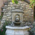 la fontaine à l'entrée au restaurant