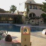 La piscina allo Smaragdi Hotel