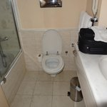 salle d'eau avec wc et bain