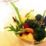 Ensalada de verduras (la nuestra era mejor que la que ponían en el menú no-vegetariano