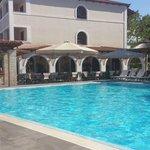 pool & sitting area