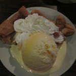 Apple Pie alamode with plenty of cream