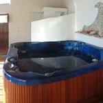 Spa con jacuzzi sauna percorso kneip e lettino massaggi