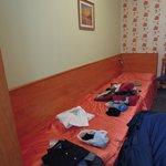 La camera con letti singoli che combaciano piede a piede (e meno male che eravamo una coppia!!!!