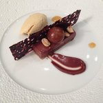 Chocoholic fantasy pays hommage to Snickers