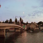ライン川に面するホテル