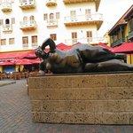 estatua mulher reclinada