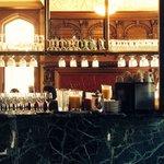Bar area near dining room. Elegant..!