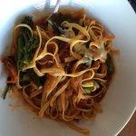 Спагетти в ресторане отеля - огромная порция человека на 3-4. Отвратительно невкусно:(