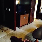 tv/bar in living room (suite 5326)