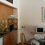 Dining area & kitchenette