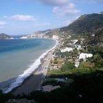 vista dall'alto dei Maronti, spiaggia su cui si affaccia l'albergo