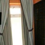 fenêtre aveugle chambre 101 vue de l'intérieur
