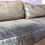 le canapé très sale