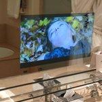 Fernsehbild im Badzimmerspiegel