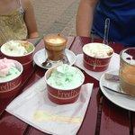Super lækre hjemmelavet is og god kaffe. Kan anbefales ;-)