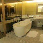 Corner Suite (bathroom)