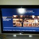 투숙객을 환영하는 TV 화면!