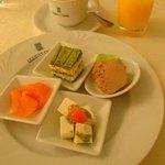 Breakfast, stunning loads of choice