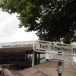 Eingang zum Sprengel Museum am Kurt Schwitters Platz