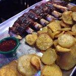 Costilla de ternera BBQ con batatas.  Excelentes!!!!