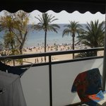 вид с балкона на пляж