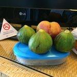 Питание, вполне приличное, фрукты и такие разнообразные давали каждый день