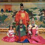 Great place to rent korean traditional costume! The colour is vibrant and the clothes are pretty