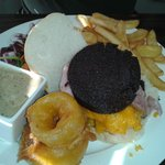Burger with black pudding, onion rings and pepper sauce!